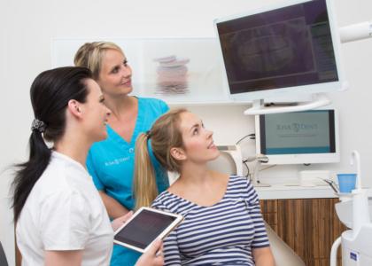 Aufklärung einer Patientin - Zahnarzt Werder (Havel)